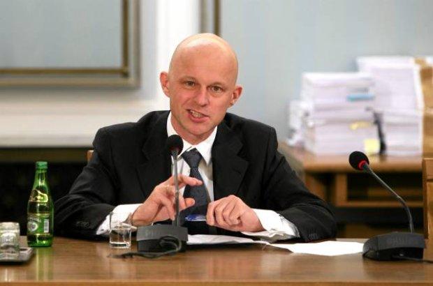 Rząd zawiesza pobór podatku handlowego. Budżet będzie chudszy