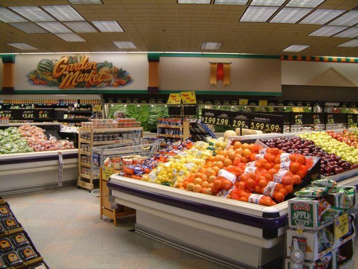 PiS obiecuje: podatek od marketów nie spowoduje wzrostu cen w sklepach