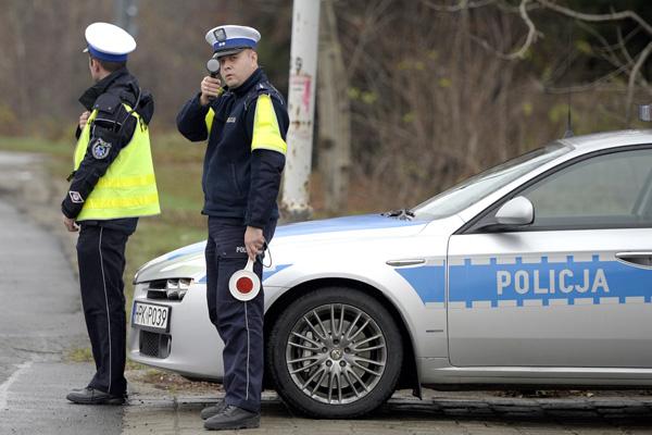"""Ruszyła akcja """"Znicz"""" – policja i duchowni apelują o bezpieczeństwo na drodze"""