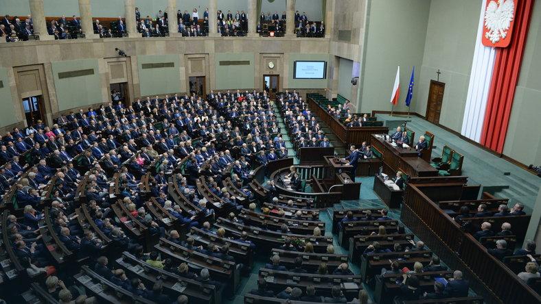 Sejmowa komisja za przyjęciem projektu PiS ws. zasad inwigilacji