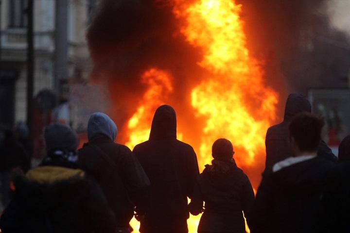 Niemcy: 69 policjantów rannych w Lipsku podczas starć z demonstrantami