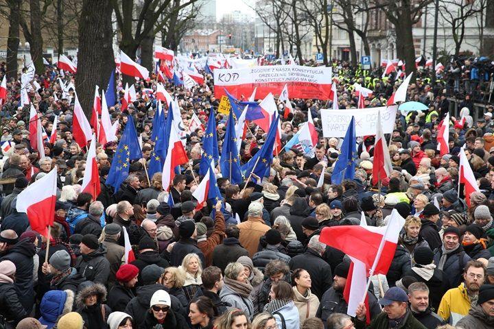 W Warszawie manifestacja Komitetu Obrony Demokracji