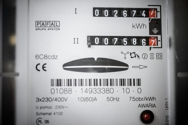 Ok. 3,7 mld zł zaoszczędzili Polacy w 2015 r. dzięki spadkom cen energii