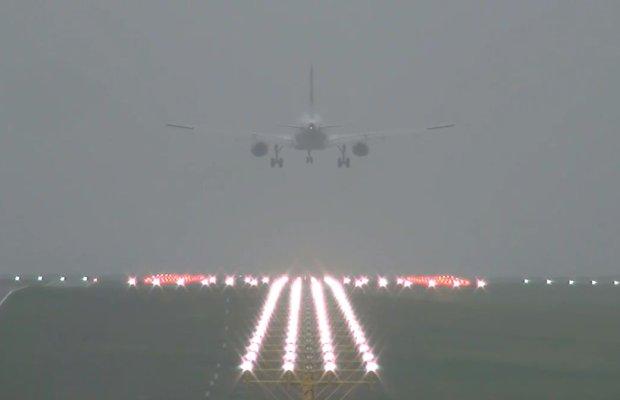 Mgła paraliżuje lotnisko Chopina w Warszawie