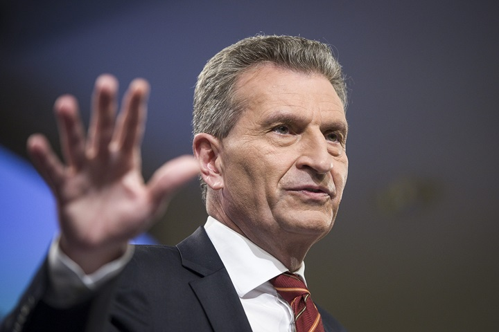 """FAS"": Oettinger za objęciem Polski nadzorem KE"