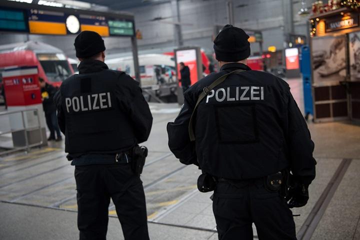 Niemcy: w podejrzanej paczce w Poczdamie były gwoździe i fajerwerk
