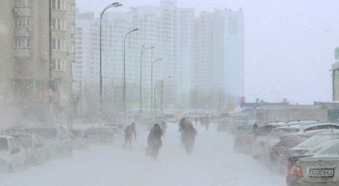 Ukraina: zamknięte drogi z powodu zamieci i gołoledzi