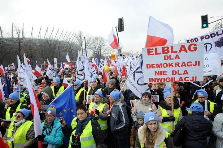 """W Warszawie demonstracja KOD pod hasłem """"My, naród"""""""