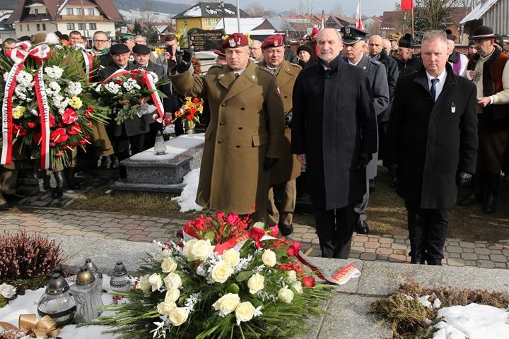 """Szef MON na obchodach 69. rocznicy śmierci mjra Józefa Kurasia """"Ognia"""""""
