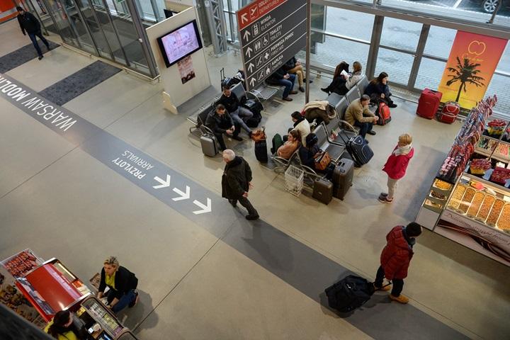 KGP: 21 osób zatrzymanych po fałszywym alarmie na lotnisku w Modlinie