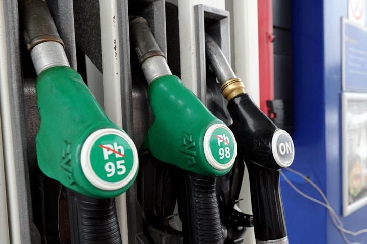 Analitycy: paliwa drożeją, ale święta będą tańsze niż przed rokiem