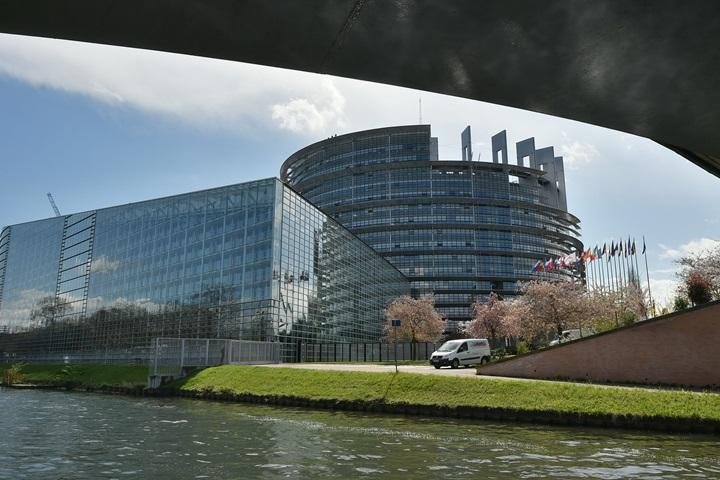 Parlament Europejski poparł umowę handlową między Wielką Brytanią a UE po brexicie