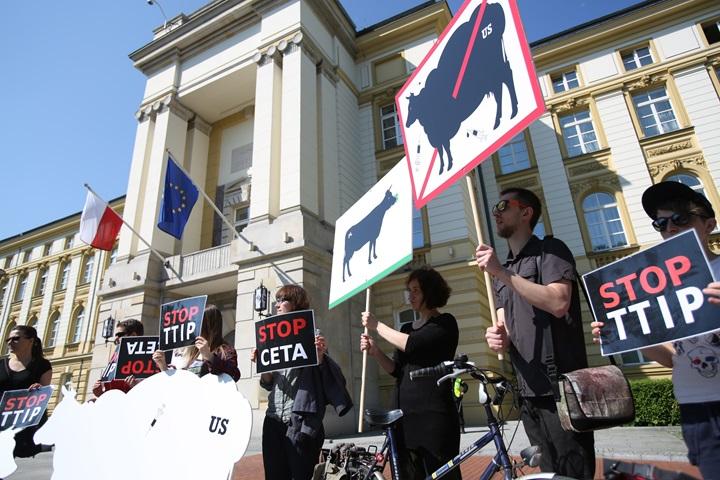 Przeciwnicy TTIP i CETA: te umowy to zagrożenie dla polskiego rolnictwa