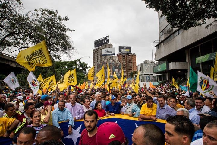 Wenezuela: opozycja domaga się referendum w sprawie odwołania prezydenta