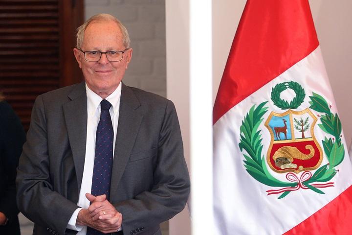 Wybory w Peru: Kuczynski prowadzi, ale część kart trzeba sprawdzić