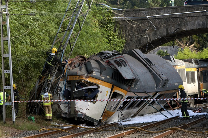 W Hiszpanii wykoleił się pociąg, są ofiary śmiertelne