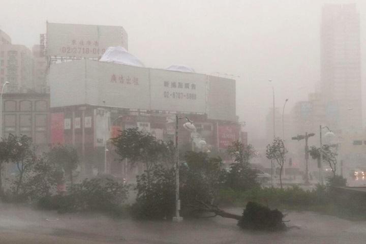 Co najmniej 16 ofiar niedzielnego tajfunu na Filipinach
