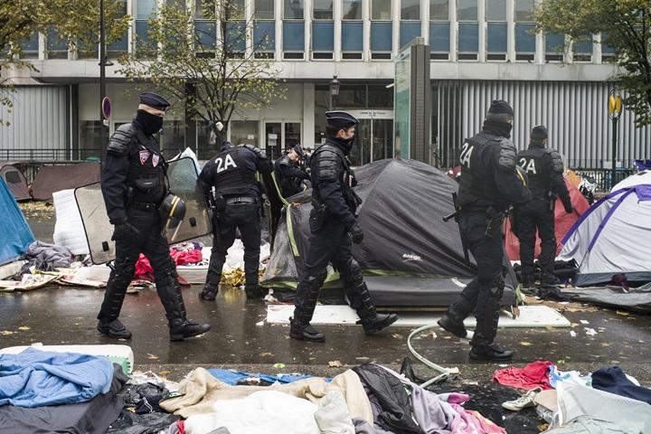 Grecka policja rozproszyła gazem łzawiącym uchodźców na Lesbos