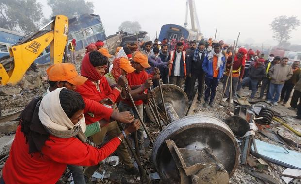 Prawie 140 ofiar katastrofy kolejowej w Indiach