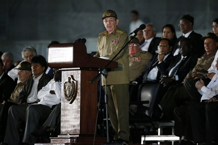 Raul Castro obiecał bronić socjalistycznej spuścizny swego brata