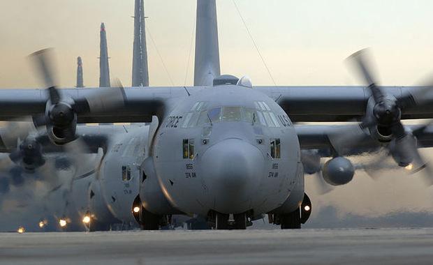 13 osób zginęło w katastrofie samolotu transportowego