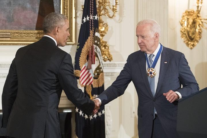 Barack Obama uhonorował Joe Bidena Medalem Wolności