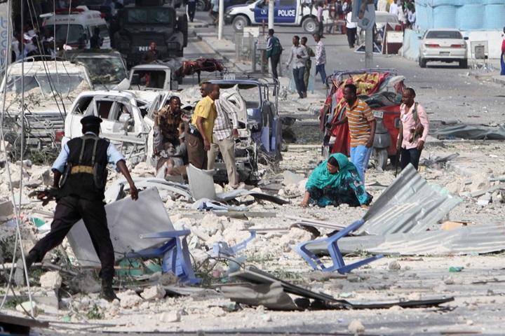 28 zabitych w podwójnym zamachu na hotel w stolicy Somalii