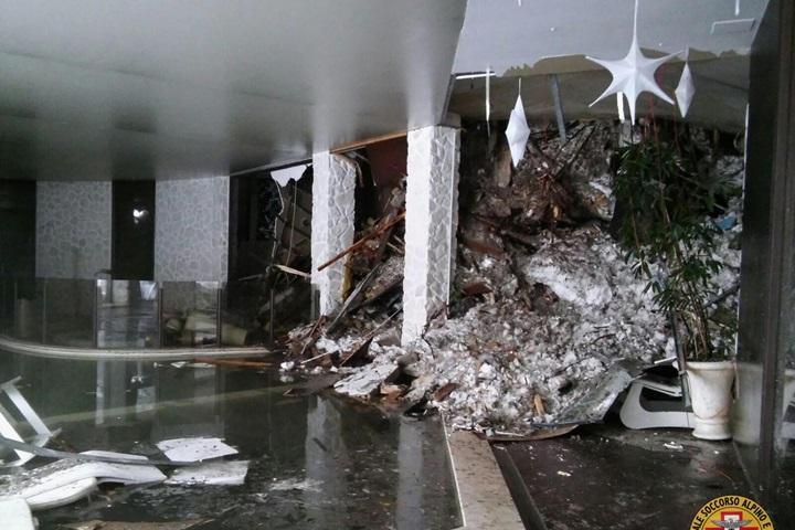 Włochy: już 8 żywych osób odnaleziono w gruzach hotelu
