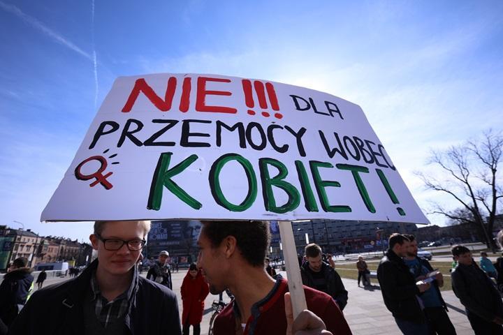 Manifa w wielu miastach w Polsce; protestowano przeciw przemocy władzy