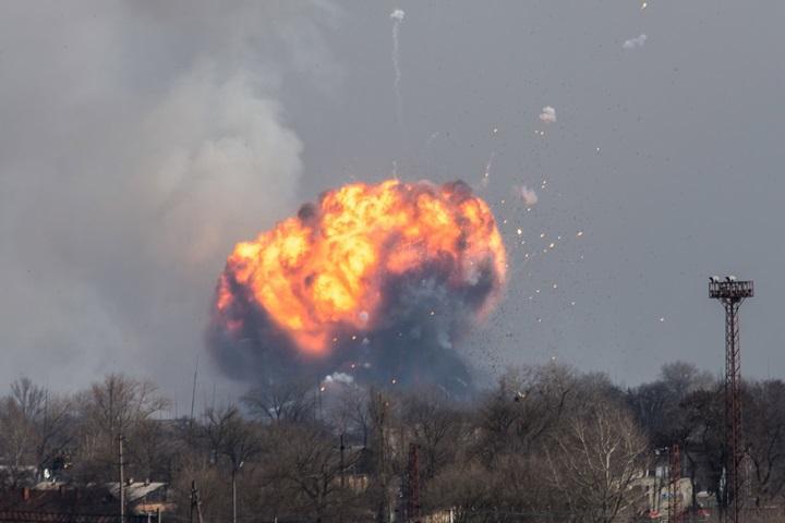 Ukraina: pożar i eksplozje w największym składzie amunicji