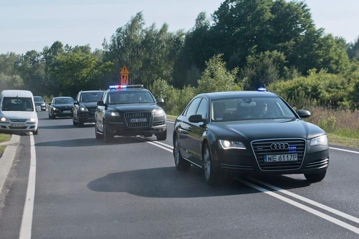 Kukiz'15: ograniczyć katalog osób, korzystających z przejazdów kolumną pojazdów uprzywilejowanych