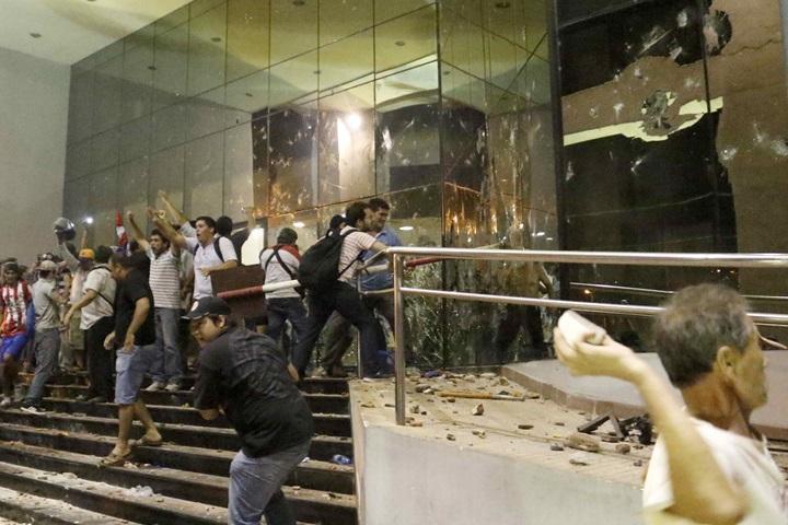 Paragwaj: gwałtowne protesty przeciwko prezydentowi