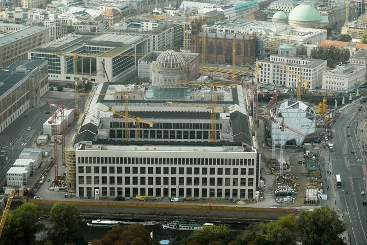 Spór o krzyż na kopule odbudowywanego zamku w Berlinie