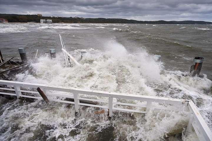 Amerykanie przygotowują się na uderzenie huraganu Florence