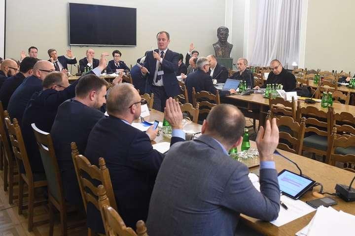 Komisja: sprawa dwukadencyjności wójtów – analizowana konstytucyjnie
