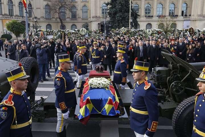 Wielotysięczny tłum na pogrzebie ostatniego króla Rumunii