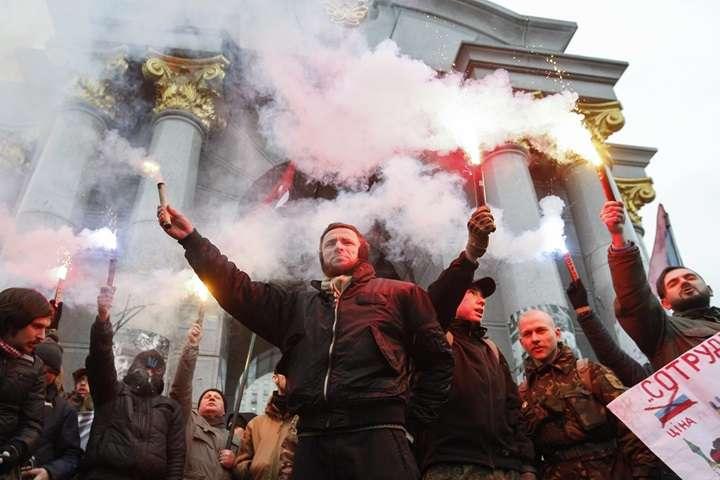 Ukraina: nacjonaliści obrzucili kamieniami rosyjskie instytucje