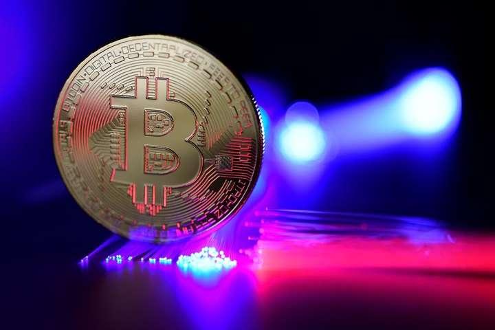 """""""Rzeczpospolita"""": Skarbówka zabiera się za handlujących bitcoinami"""