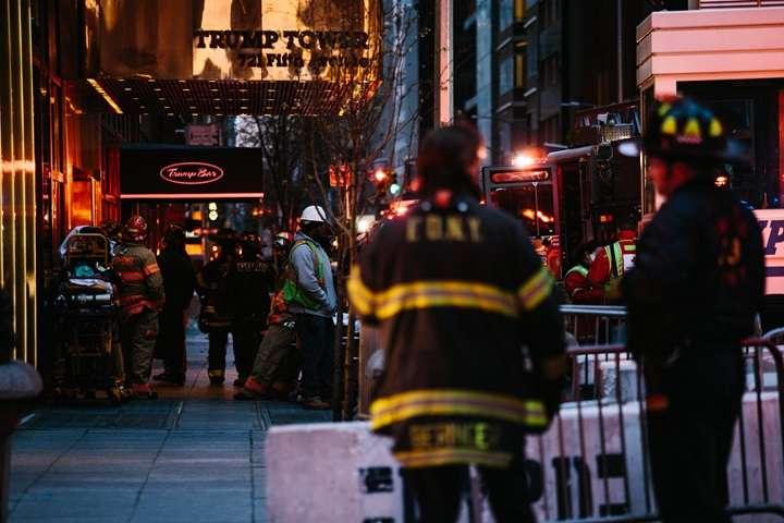 Jedna osoba zginęła, czterech strażaków rannych w pożarze Trump Tower