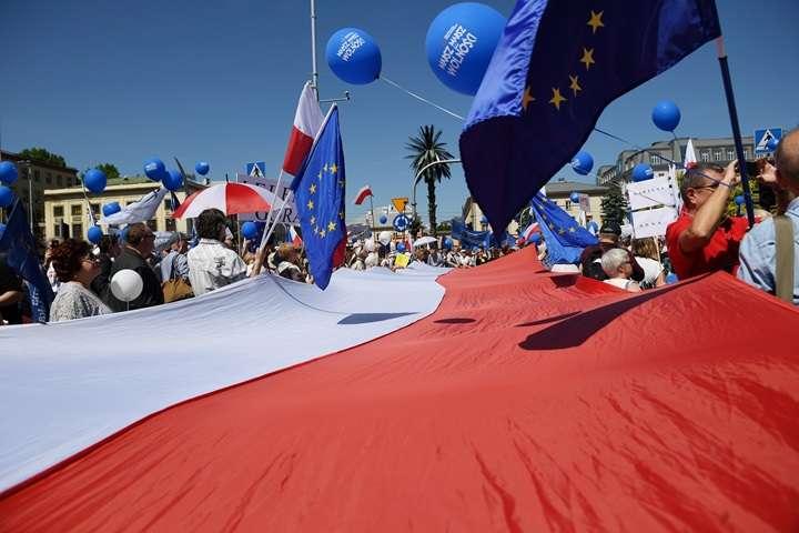"""Ulicami Warszawy przeszedł """"Marsz Wolności"""" PO, Nowoczesnej i KOD"""