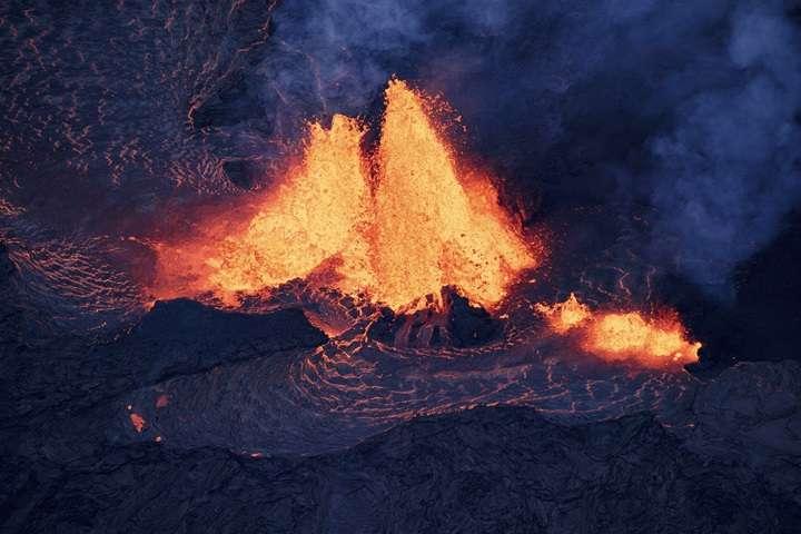 Erupcje wulkanu na Hawajach; lawa dotarła do elektrowni geotermalnej