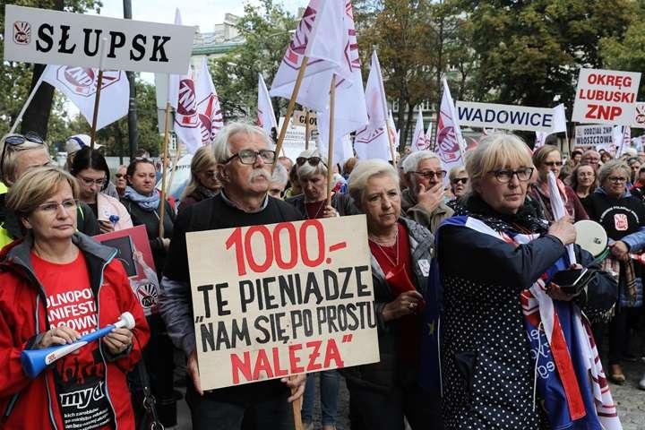 """Społeczny Komitet """"Wspieram Nauczycieli"""" ogłasza zbiórkę na rzecz strajkujących"""