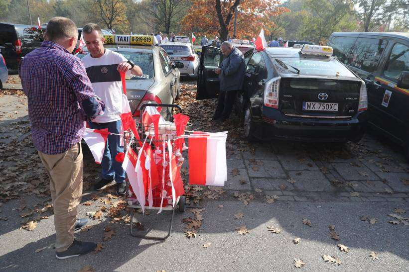 W Warszawie rozpoczął się protest taksówkarzy, przejadą z Bielan na Ursynów