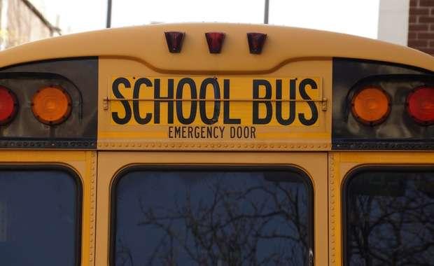 Bezdomny próbował porwać autobus pełen uczniów