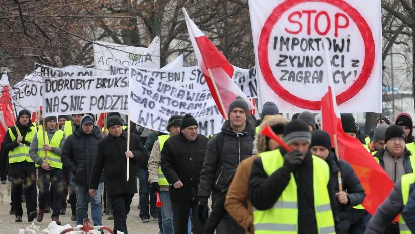 Warszawa: protest rolników pod Pałacem Prezydenckim