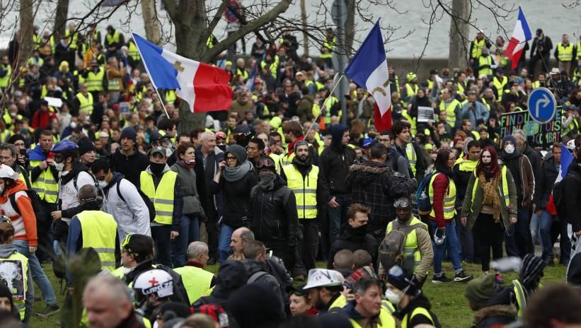 """Francja: ok. 28 600 osób wzięło udział w protestach """"żółtych kamizelek"""""""