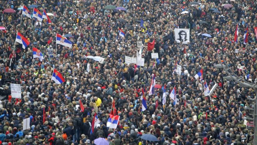Serbia: wielotysięczny protest przeciwko prezydentowi