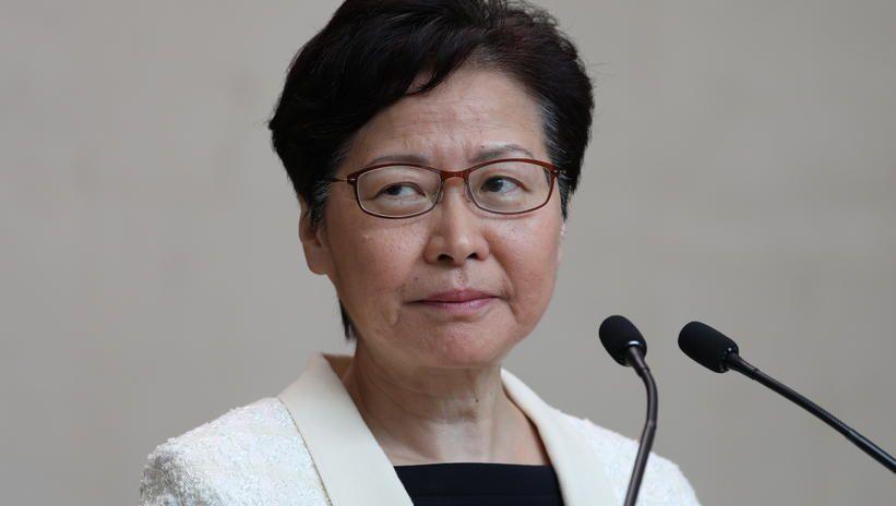 Szefowa władz Hongkongu ogłosiła, że wycofa kontrowersyjny projekt