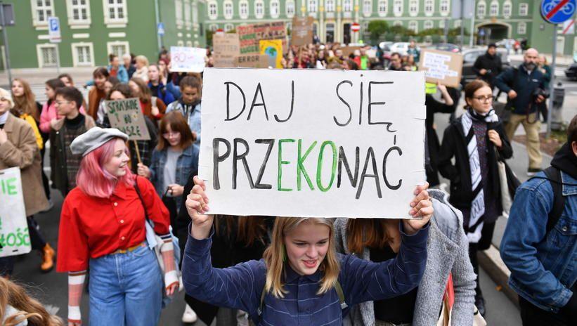 Ulicami polskich miast przeszedł Młodzieżowy Strajk Klimatyczny