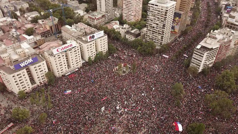 Chile: ponad milion manifestantów na ulicach Santiago, kryzys pogłębia się